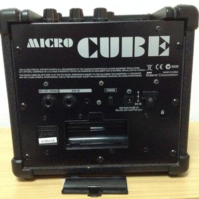 M-CUBEは単三電池6本で駆動