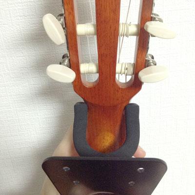 ウクレレ用のハンガーを広げてギタレレ用に改造します。