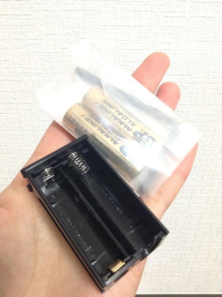 電池ボックスは単三電池×2です。9Vより使いやすくて好感もてる。電池付属。