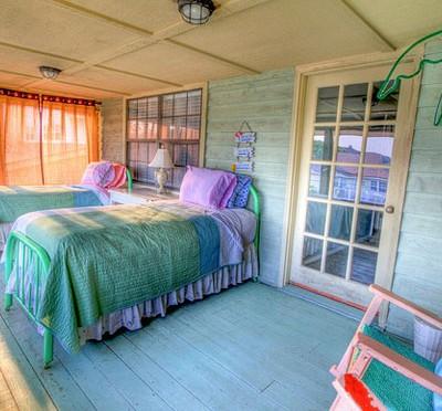 sleep_bedroom
