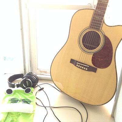ギターとカエル