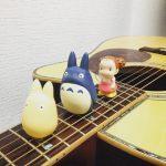 金曜ロードSHOW!の『となりのトトロ』に向けてソロギターで『さんぽ』弾いた。